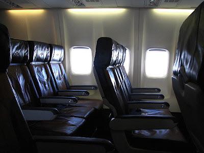 未來你搭乘飛機時,可能需要多付費才能讓你的腳舒服點