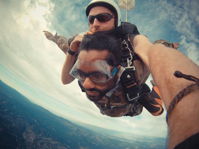 想學鮑嘉納太空跳傘又沒膽怎麼辦?我教你如何在空中飛翔~