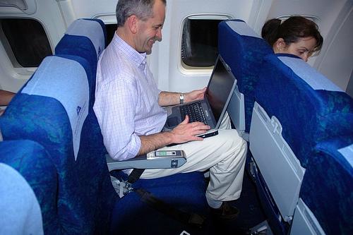 你不應該向後傾靠你的飛機座椅的四個原因