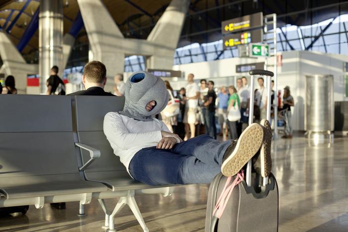 【旅遊好物】再也不用擔心睡覺流口水被認出你是誰 – 鴕鳥枕 (OSTRICH PILLOW)