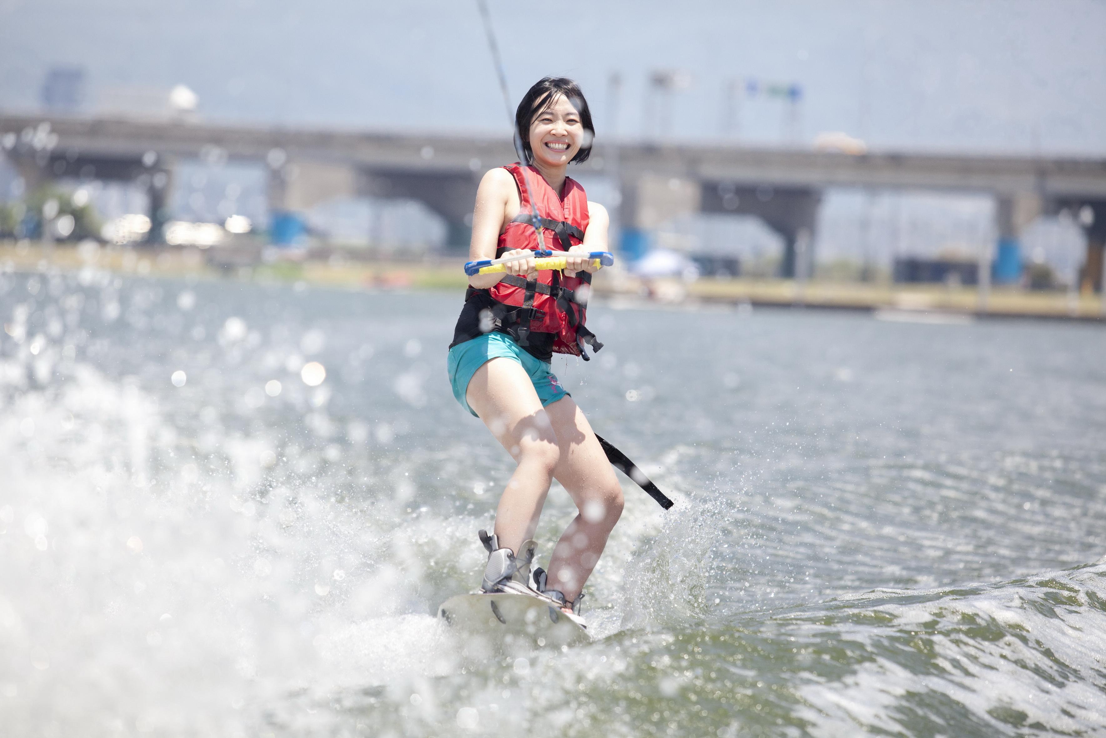 最容易入門的超帥氣極限運動~滑水!
