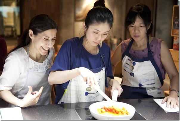 跟外國人學做菜