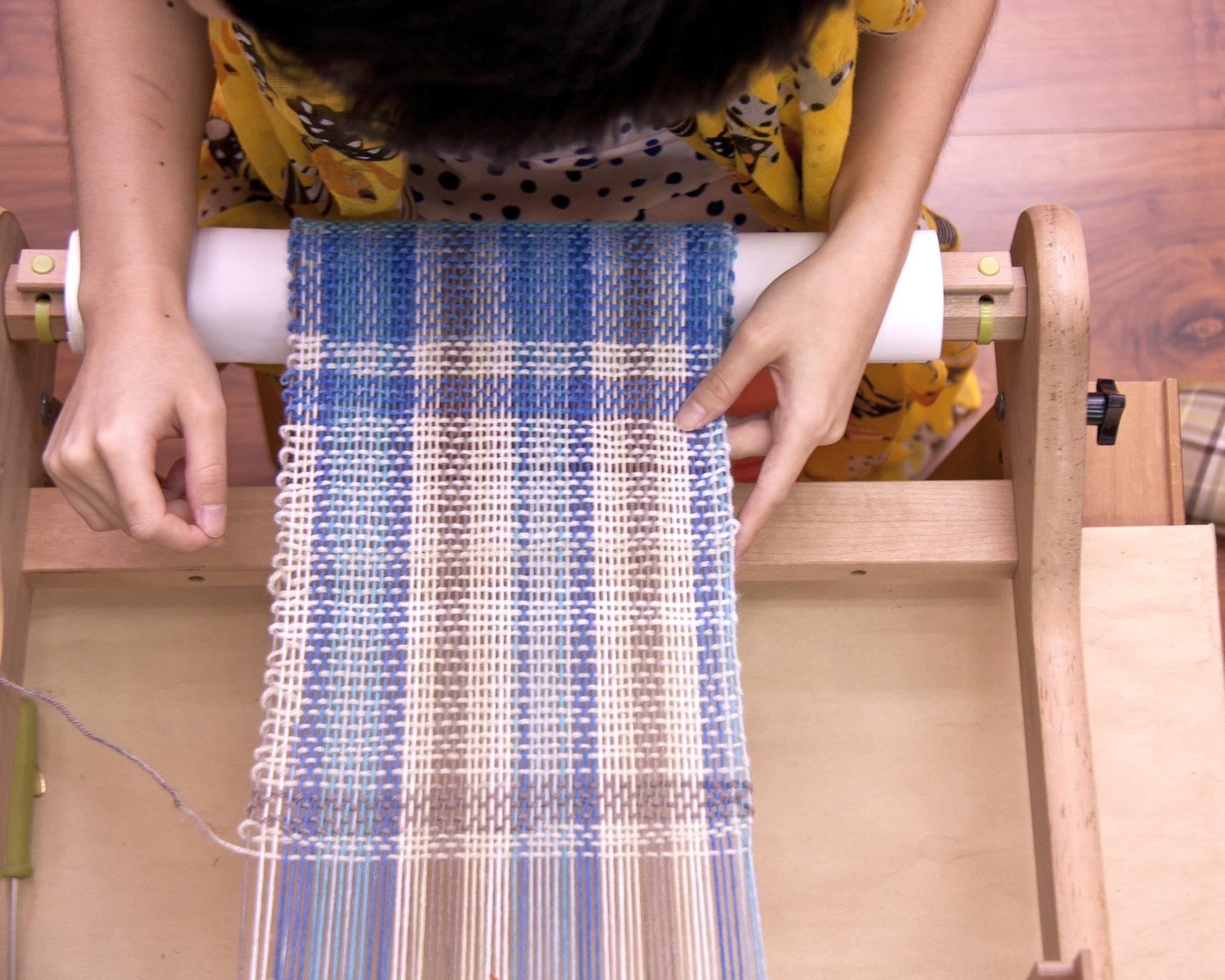 好玩的織布機手織圍巾!經緯之間,織出幸福