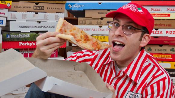 超奇怪收集痞:擁有世界多披薩盒子的男人!