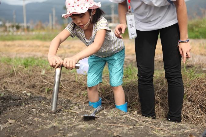 【上】帶孩子當農夫 珍惜食物 種菜趣