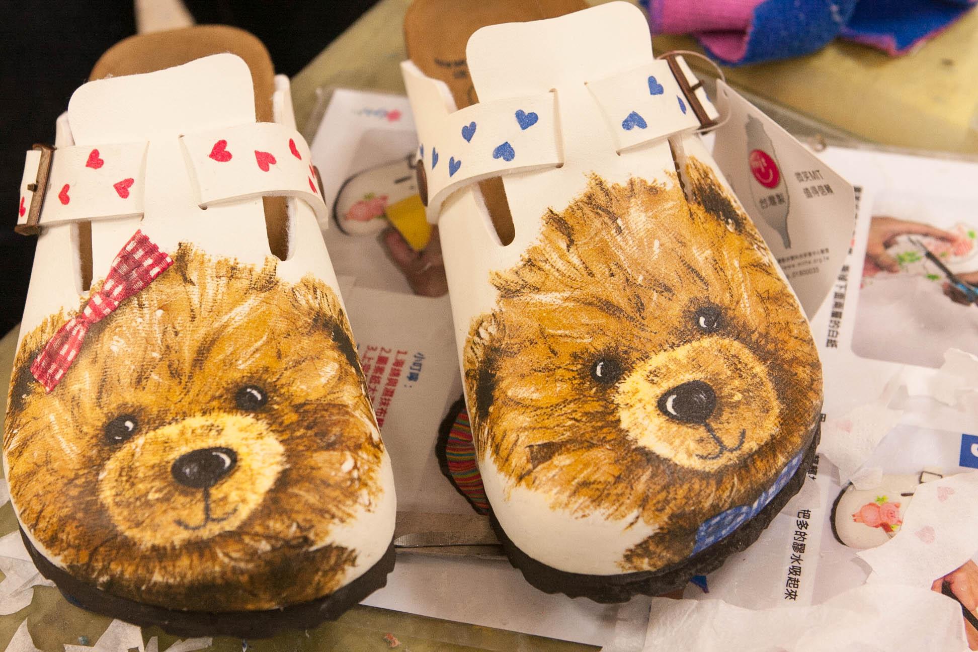 【台中約會景點|鞋寶觀光工廠】約會新玩意兒,一起做拼貼鞋紀念一下吧!
