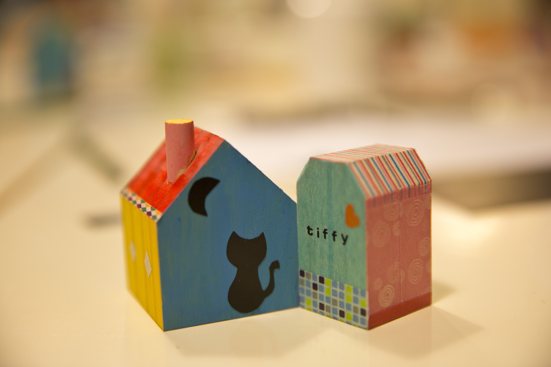 紙膠帶可以這樣玩!手刻布拉諾小房子印章