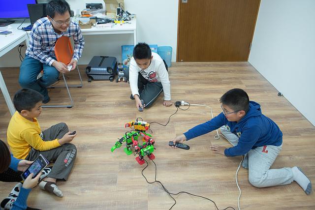 《Niceday機器人設計課程》一圓孩子機器人的夢。樂高迷的進階版
