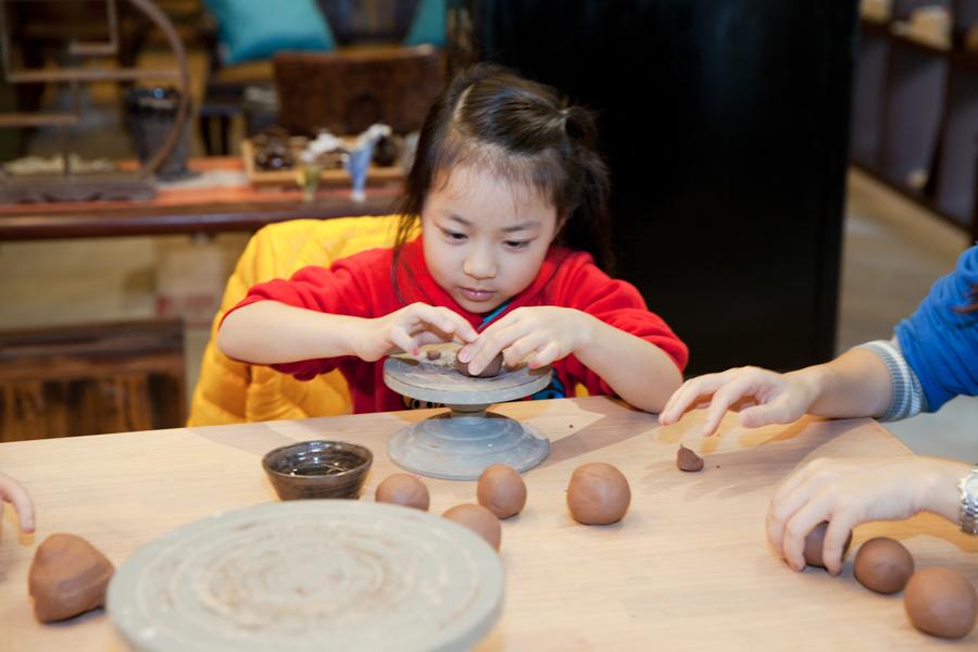 【台北西門町陶藝課程|抱瓶庵】療癒系手捏陶,開創潛在的無限可能