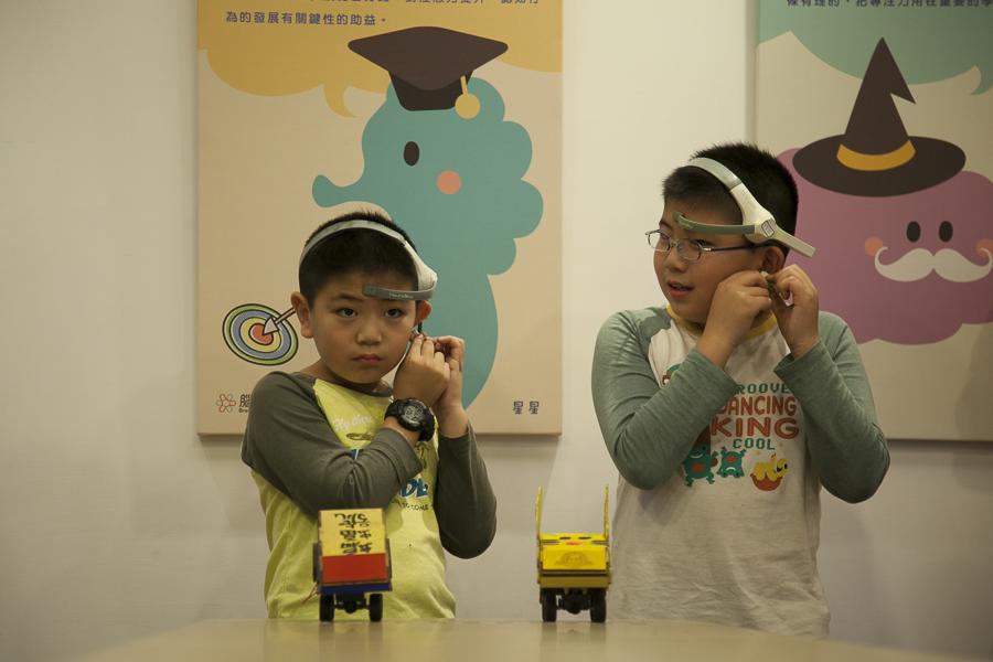 《Niceday 腦波賽車營》帶孩子一起體驗腦波遙控賽車,太神奇啦!