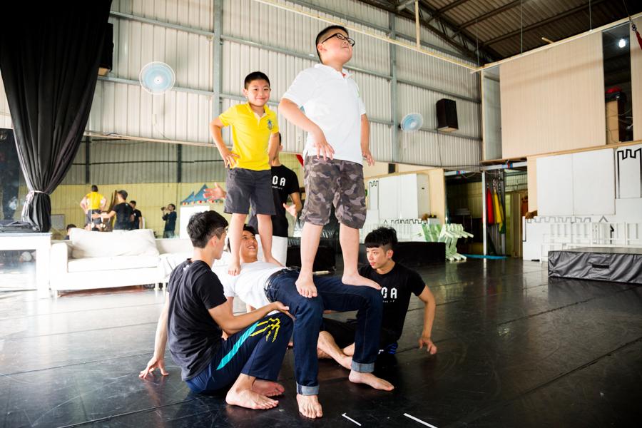 《FOCA 馬戲體驗營》孩子們超愛的體驗營。雜耍、空中飛人、疊羅漢,新奇又有趣耶!