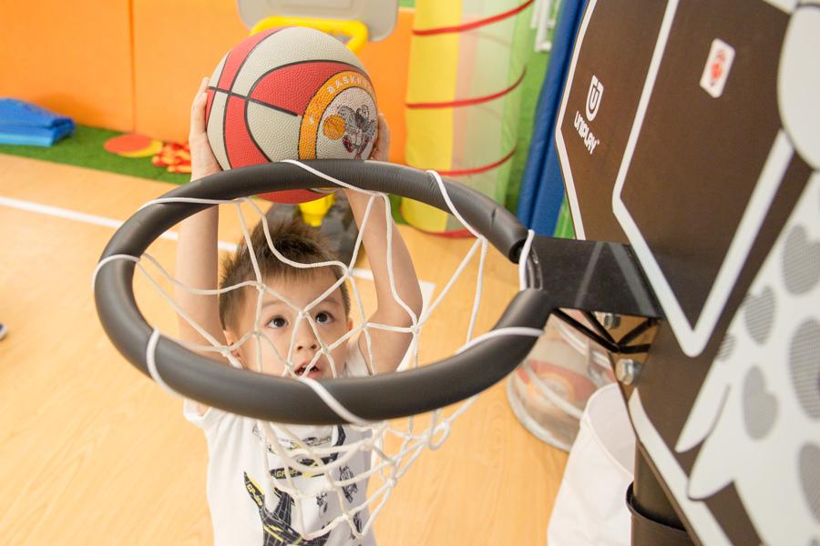 親子籃球初體驗!! 讓男孩們又愛又害羞的一小時