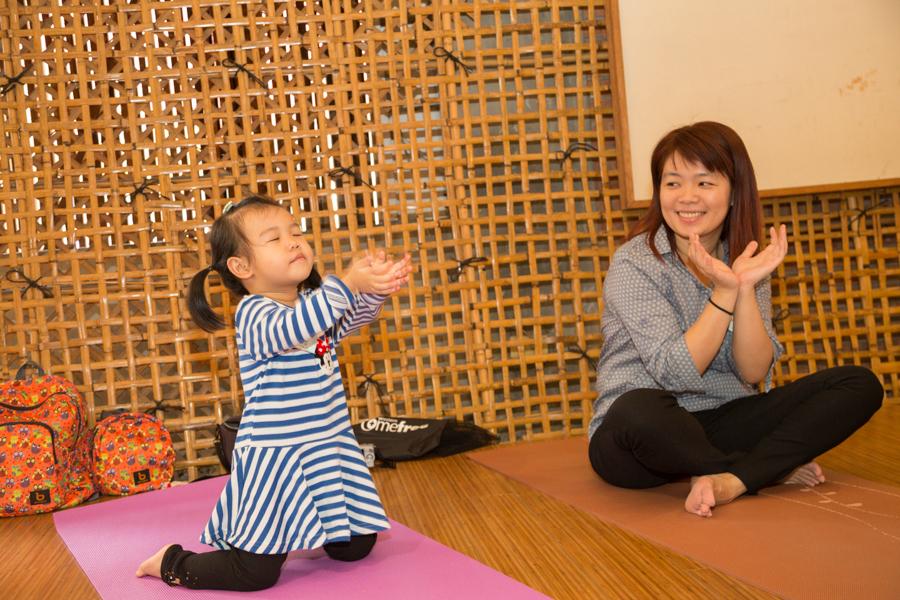 親子瑜珈,紙漿作畫,活動筋骨發揮創意