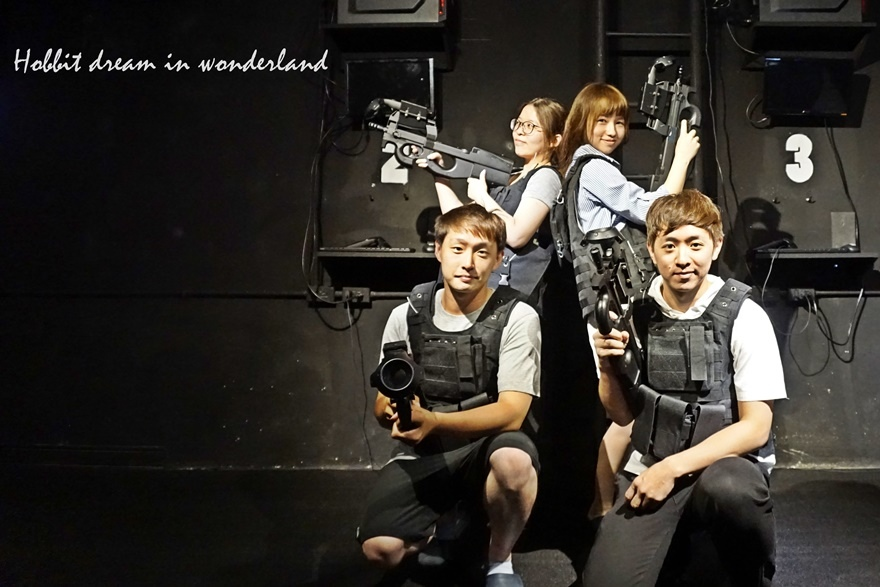體驗【信義】台灣首創四人連線- 末日戰疫VR。實境生存遊戲
