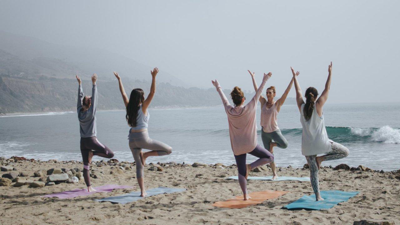 空中瑜珈、熱瑜珈、哈達瑜珈…【新手必看】7種熱門瑜珈總整理!