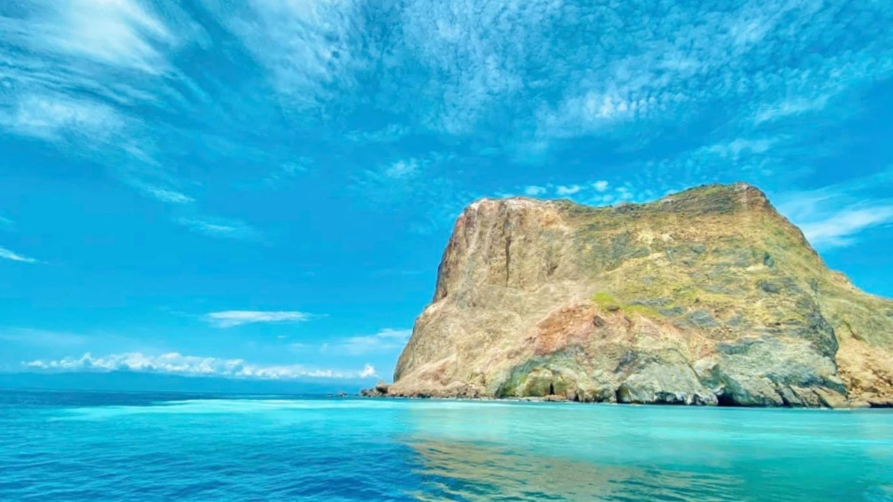 【宜蘭龜山島】搭遊艇出海吧!漸層牛奶海浪漫玩 SUP