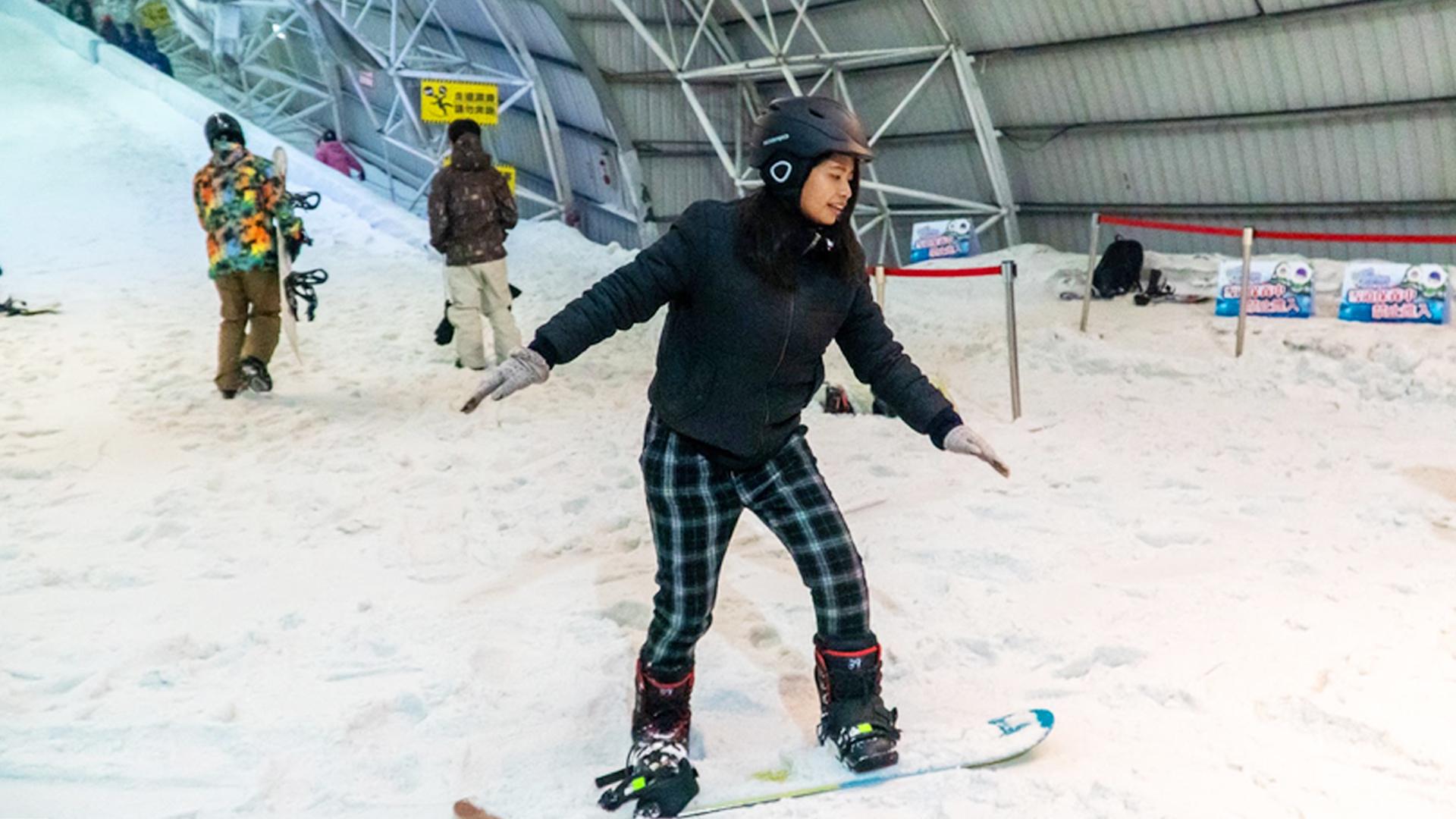 全台最大的「小叮噹科學主題樂園」室內滑雪場,一年四季都能享受滑雪的快感!