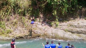 那山那谷漂漂河教練跳水